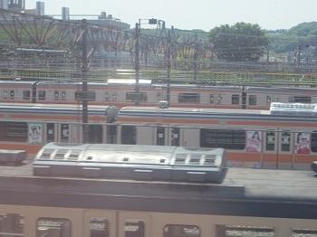 ももクロラッピング電車.JPG