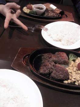 ステーキとバーグとチキンとピース☆.JPG