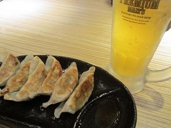 ビールと餃子.JPG