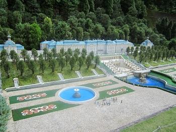 ピョートル噴水宮殿(横から).JPG