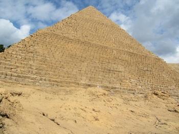 メンカウラー王のピラミッド.JPG