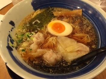 肉玉雲呑麺 醤油.jpg